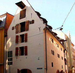 1_17th-century-warehouse_riga_exterior